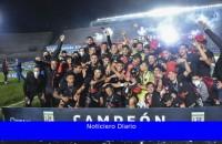 El Mandatario felicitó al club Colón de Santa Fe por ganar el campeonato