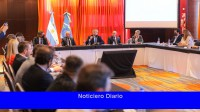 Fernández se reunió con el sector turístico de Puerto Madryn y con empresarios de Aluar