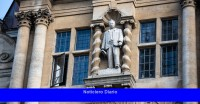 Los académicos de la Universidad de Oxford se niegan a enseñar bajo la estatua del colonialista